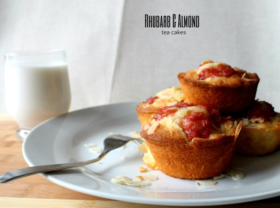 rhubarb and almond tea cake