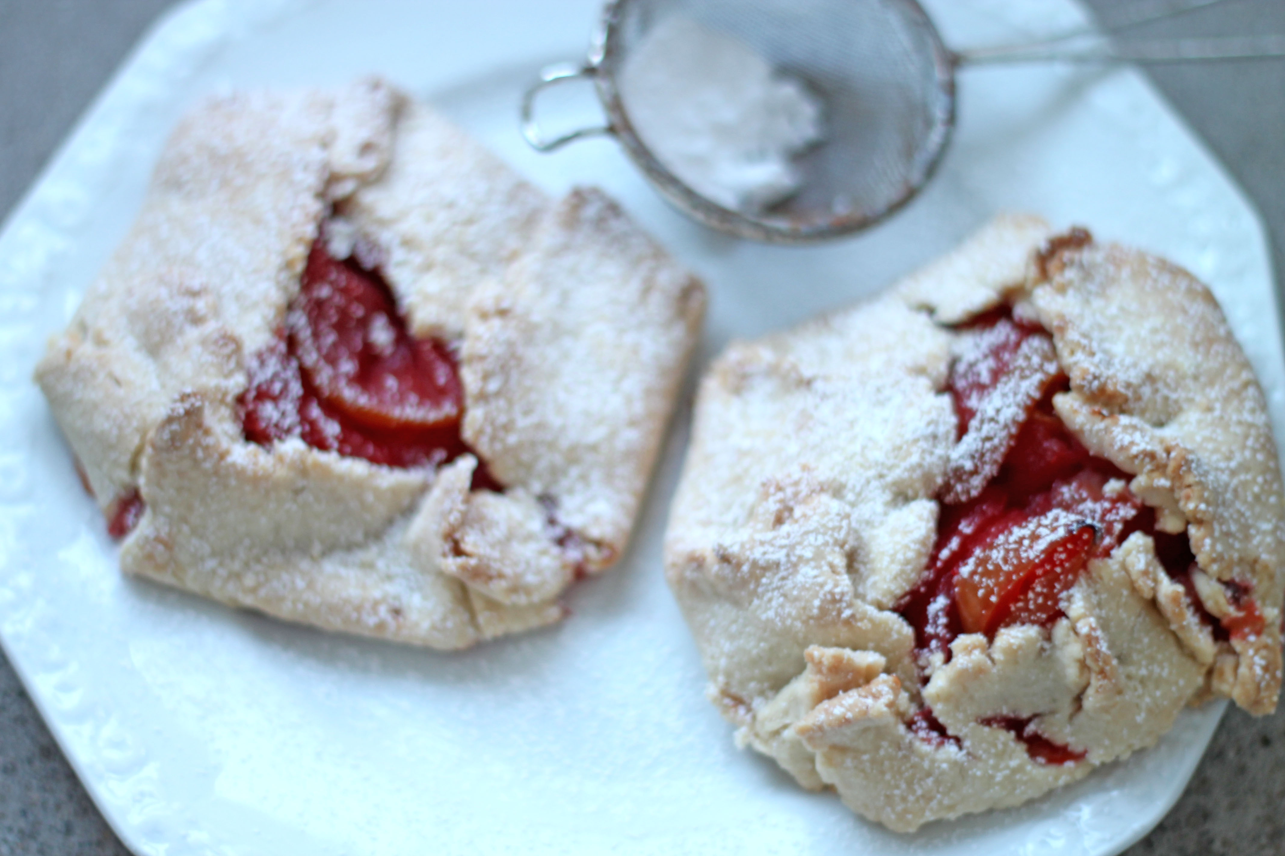 Almond pastry Apple & Strawberry flats | Sugar Thumb