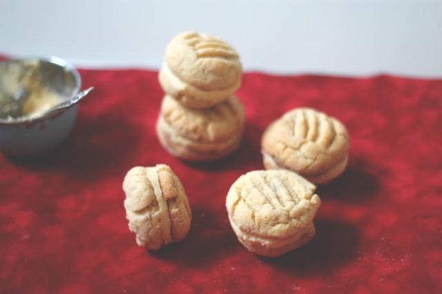peanut cookies with custard cream